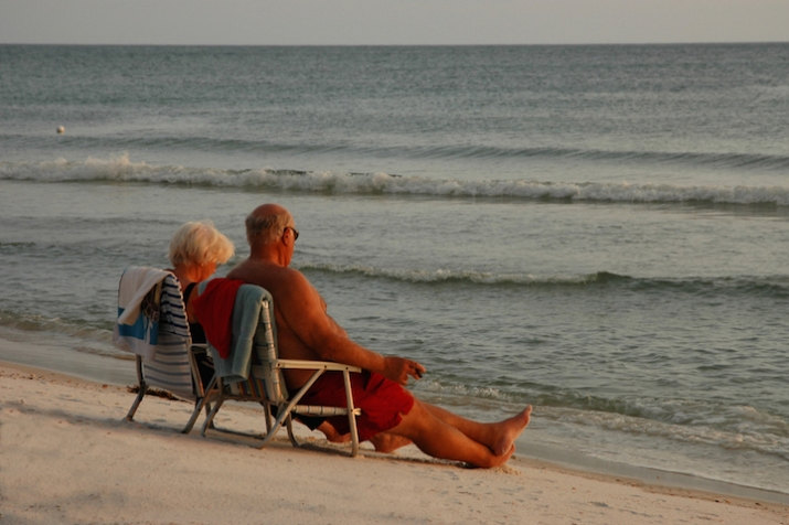 Mexico-Beach-Couple-on-Beach